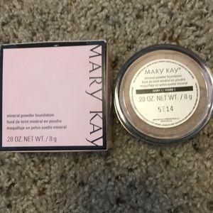 Mary Kay mineral powder foundation ivory 1